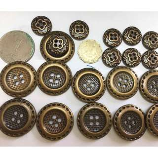 button or decoration on clothes or bags diy