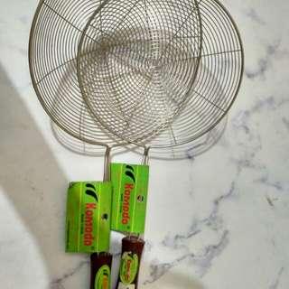 Aneka keperluan dapur/serokan penggorengan /tapisan/tempat sendok bambu