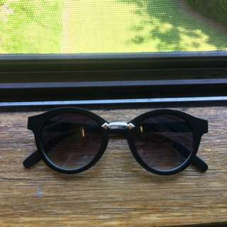 Sunglasses sunnies black round
