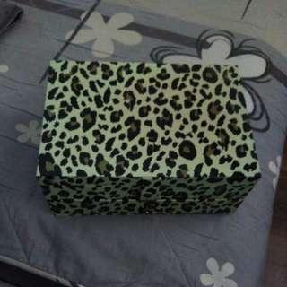 Box - Elizabeth Arden 2 tier box