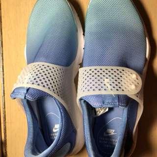 Nike Sport Shoes (耐力新款球鞋)