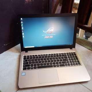 Asus gaming laptop i5 7th gen 15.6inch FHD 1920x1080 2gb R5 gpu 4gb ddr4 1tb