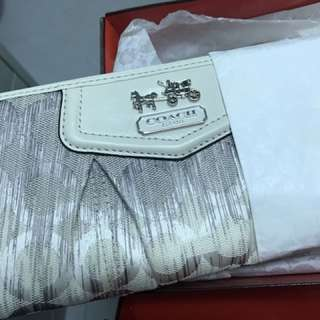 Coach long wallet 100%New