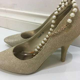 REPRICED So Fab! Lowell Gold Heels