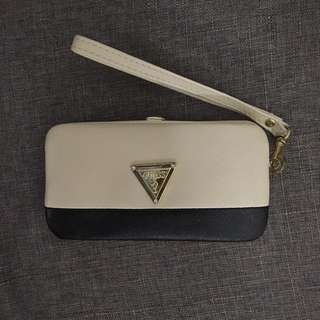 Guess Iphone 5/5s Wristlet/Pouch