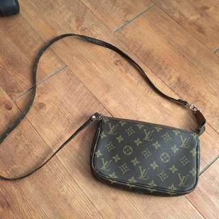 Louis Vuitton LV 側斜肩背包