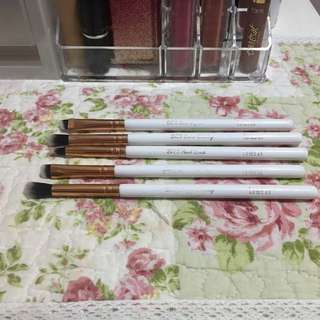 Breena beauty brush