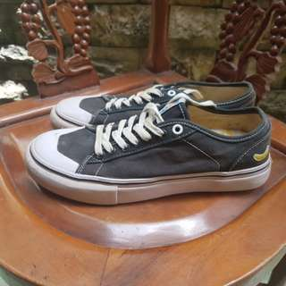 Sepatu fyc (forever young crew)