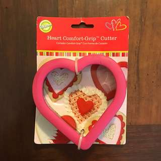 WILTON heart comfort grip cutter