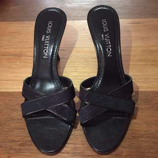 Authentic Louis Vuitton black monogram heels - Size 37
