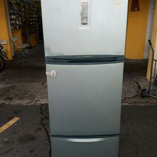 Peti ais Toshiba 2pintu Very Giod Condition With One Month Warranty working Condition 100%  prefer self pic up trasport can manage will be charged  BuyerCan call/Sms Or Whatsup.0142259035//01137661137  Taman panada cahaya jalam 2/3