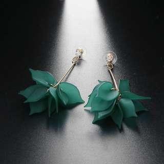 Anting bunga hijau