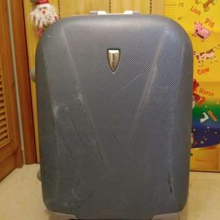 Second-hand Pierre Cardin 22inch suitcase 行李喼