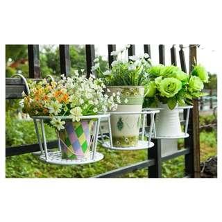 Metal flower pot rack