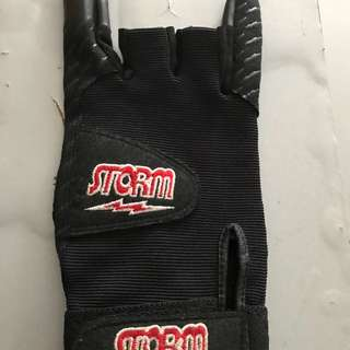 Right handed non-slip Bowling glove.