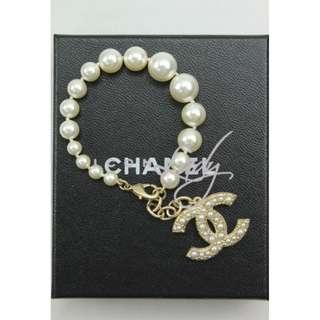 (Sale Promotion) CHANEL A64759 白色琉璃珍珠 吊淺金色閃石/嵌珠CC Logo 手鏈