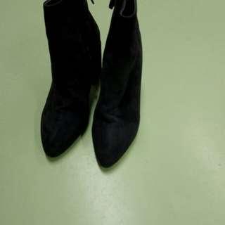 紫色京皮靴size 37碼