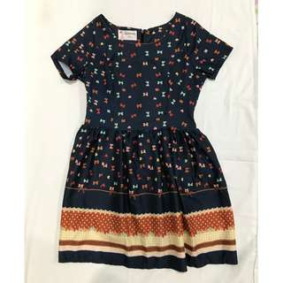 Bow-patterned navy blue dress