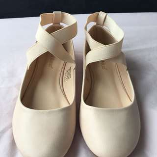 Ballet flats styled shoes