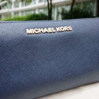 Michael kors wallet (authentic)
