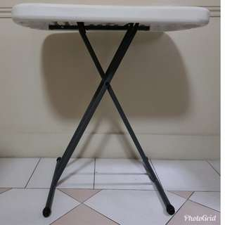 Foldable adjustable table