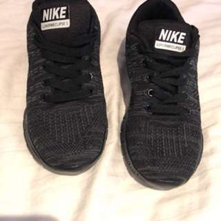 Nike sneakers size 6/6.5