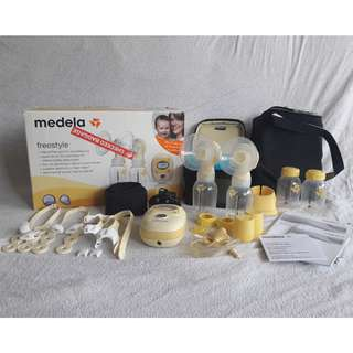 Medela FreeStyle Breast Pump with Tote Bag and Hands-free Kit (US)