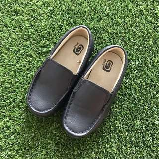 BN US 8 Boys Formal Shoes