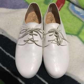 籌狗醫藥費🐶小白鞋 尺寸24.5