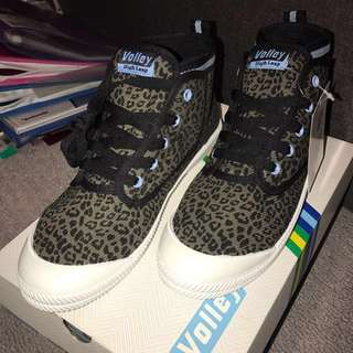Black Leopard Size 8 Volley Shoes