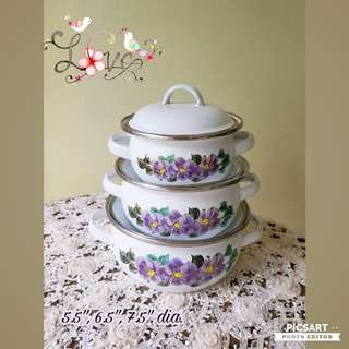 Vintage Enamel Pot in Set of 3 from small to big. They look great with stack up with all the purple flowers in front. Good and Clean Condition. All 3pcs for $10 clearance offer! Sms 96337309 for Fast Deal !