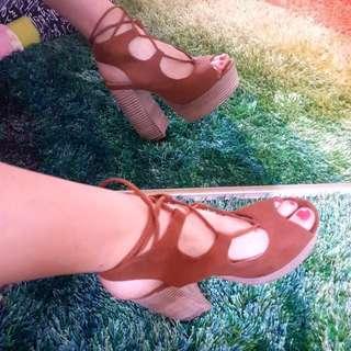 Novo NEW Size 8 Tan Heels