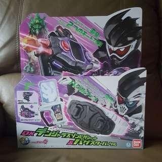 Kamen Masked Rider Ex-Aid - DX Dangerous Zombie Gashat & Bugster Buckle with Henshin Pad DX Gashakon Bugvisor Set