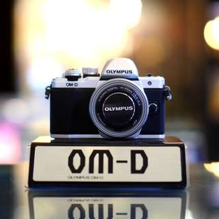 BNIB Olympus OM-D E-M10 Mark II with 14-42mm EZ Lens (Black, Sliver available)