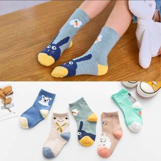 Socks for unisex aged 8-12 yrs old.