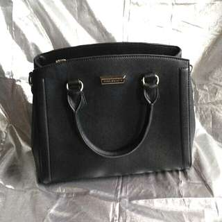 (FREE ONGKIR JABODETABEK*) Black charles and keith bag