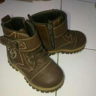 Boots anak laki laki size 24