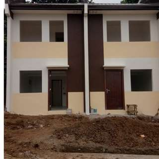 2 Bedrooms 2 Toilet and Bath 1 car garage Townhouse for Sale