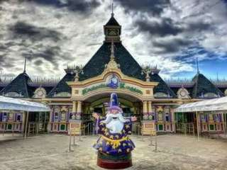 ENCHANTED KINGDOM W/ AGILA
