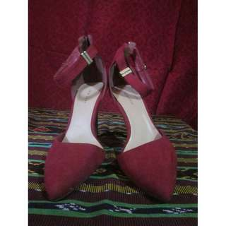 RED STRAP NEW LOOK HEELS