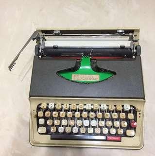 Hanimex regal typewriter