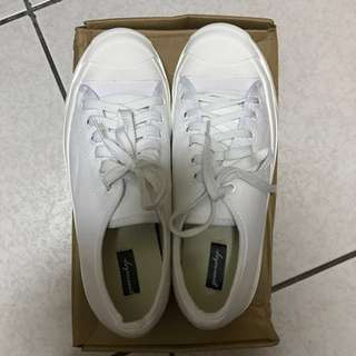全新帆布小白鞋37腳可以穿(原38版型偏小所以適合37)