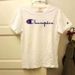 🚚 【全新】 國外帶回 Champion 白色草寫短T Small