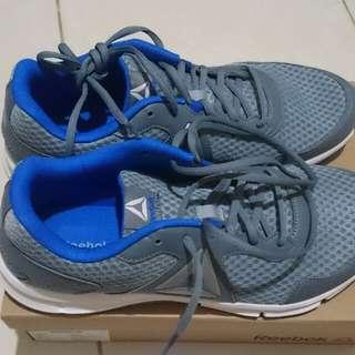 Sepatu Reebok Express Runner