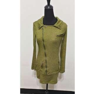 九成新~ 韓國製品牌 SSEMIENNE 綠色 長袖 前拉鍊 洋裝 / 外套 M號