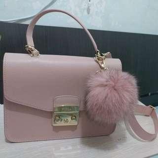 9成9新 Furla Metropolis Bag with 毛毛球