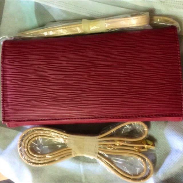 (全新正韓)紅色浮紋多功能肩背、側背、皮夾及手拿包🆕