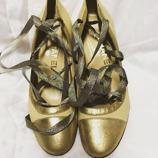 AUTHENTIC CHANEL GOLD CAPTOE LACEUP PUMPS SHOES HEELS