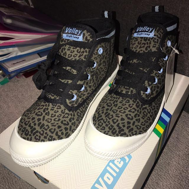 Black Leopard Size 8 Volley Shoes