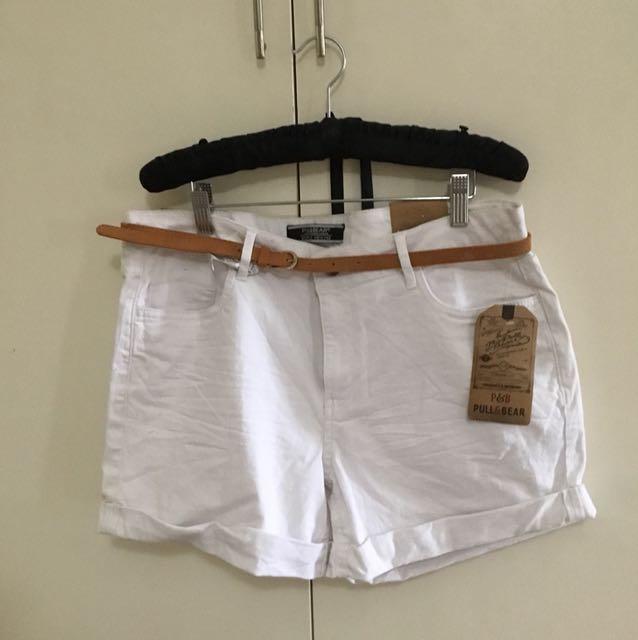 BNWT White Pull & bear denim shorts with belt